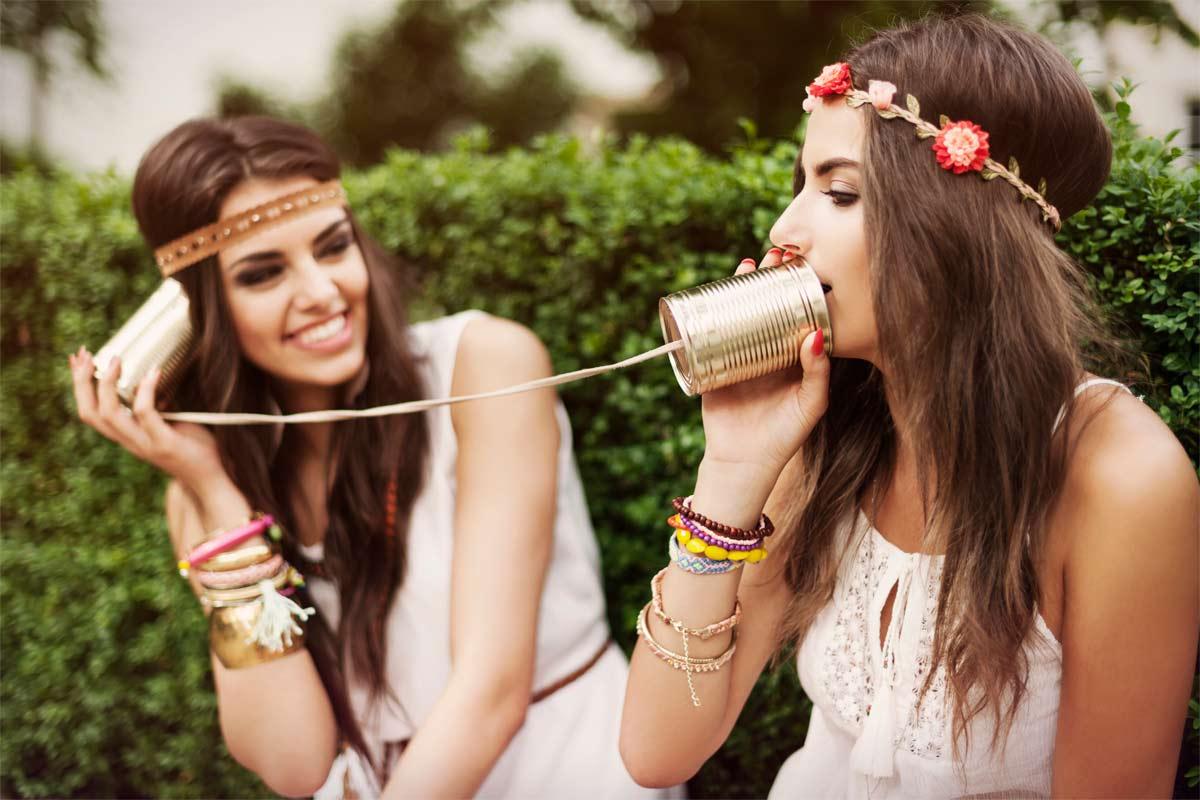 ¿Cómo disfrazarse de hippie con ropa normal?